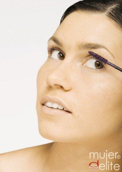 Foto Un exceso de maquillaje puede provocar conjuntivitis y blefaritis