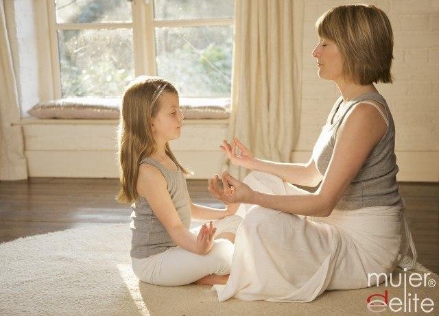 Foto Practicar yoga con tus hijos es la mejor manera de pasar tiempo con ellos