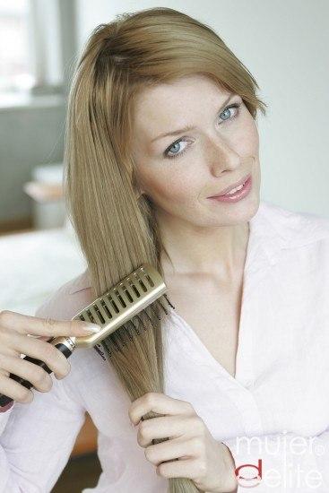 Foto El uso de un buen champú y acondicionador puede ayudarnos a sobrellevar el envejecimiento de nuestro cabello
