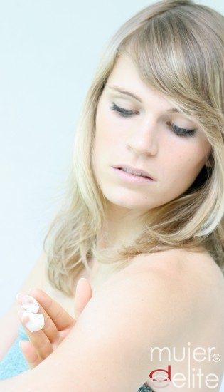 Foto Evita las manchas limitando la exposición solar y utilizando cremas con factor de protección