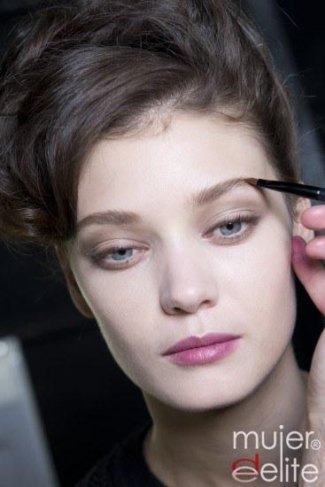 Foto Lápiz de ojos, colorete y brillo de labios, los tres básicos del maquillaje de día más natural