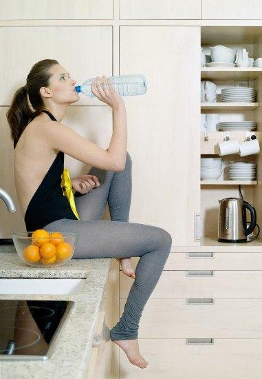 Foto Dieta baja en grasas y mucha agua para reducir volumen en las piernas