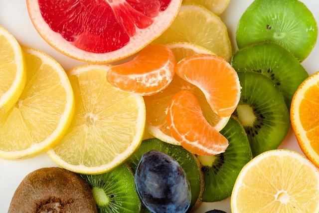 Foto Limones y limas, fuente de vitamina C en primavera