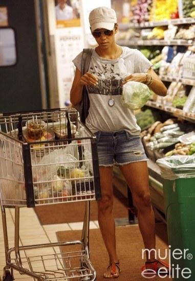 Foto Halle Berry sabe cómo cuidarse y apuesta por los productos frescos y de temporada en su cesta de la compra