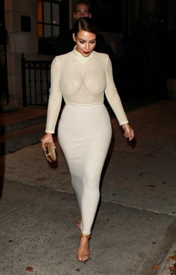 Foto Kim Kardashian, curvas y transparencias en sus salidas nocturnas