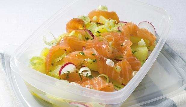 Foto Ensalada de salmón ahumado y patata ¡Llévatela en el tupper al trabajo!