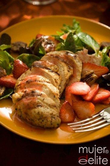 Foto Pechugas de pollo o pavo con salsa de fresas