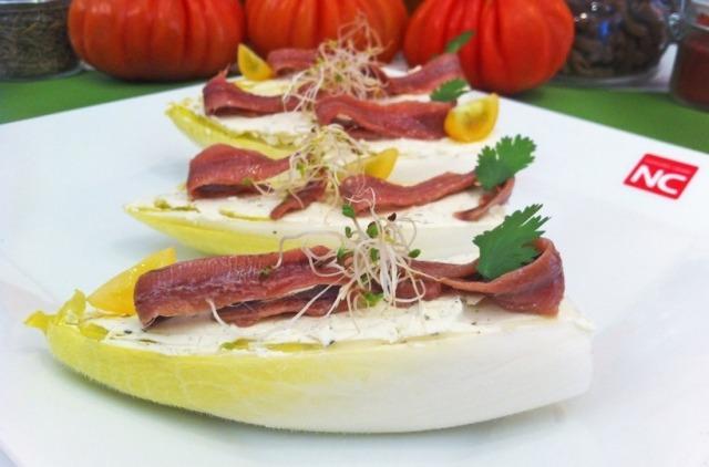 Foto Endivias con queso azul y anchoas, un primer plato sano, sabroso y ligero para el Día del Padre