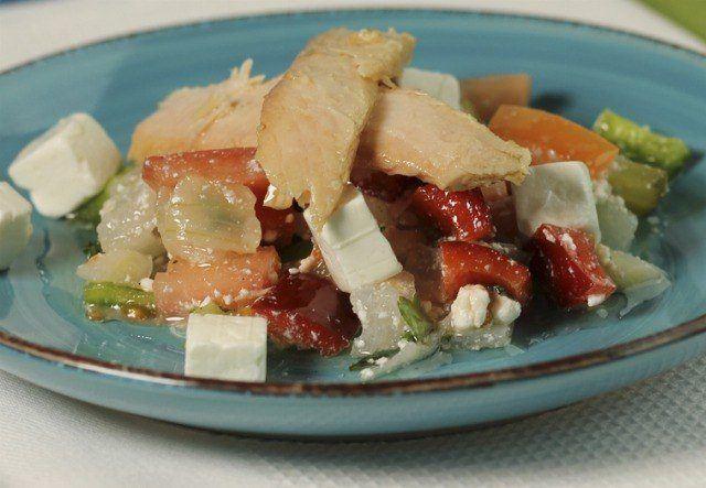 Foto Ensalada griega de ventresca con queso fresco
