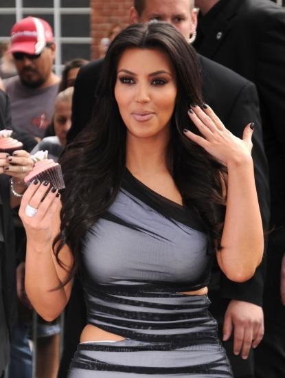 Foto Kim Kardashian no se resiste a un cupcake