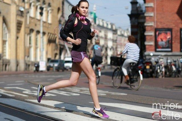 Foto Ponte en forma corriendo, una de las actividades aeróbicas de moda