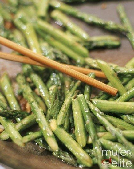 Foto Cocina con espárragos y aumenta el aporte de fibra en la dieta
