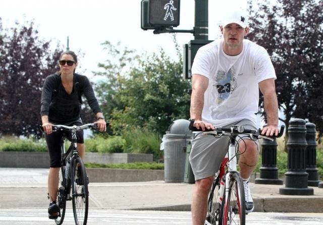 Foto Jessica Biel y Justin Timberlake cuidan sus cuerpazos montando en bicicleta