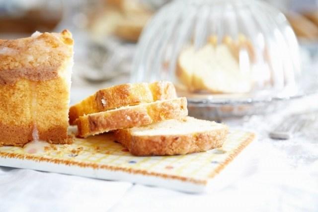 Foto Un suave y tierno bizcocho casero, el toque dulce a tu comida o merienda campestre