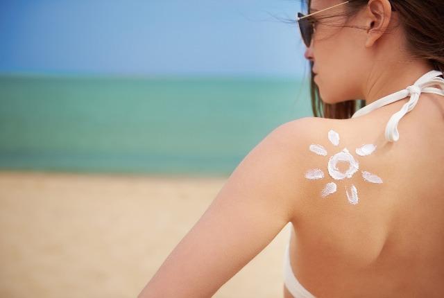 Foto Cómo evitar que la piel sufra durante las primeras exposiciones al sol