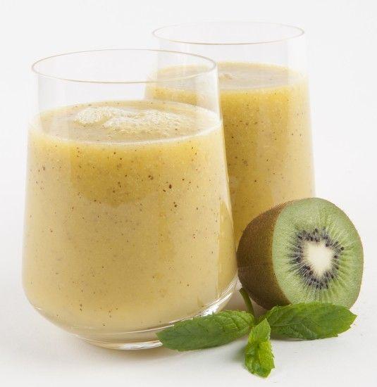 Foto Prueba un refrescante y energético batido de kiwi, mango y piña para llenarte de vitalidad esta primavera