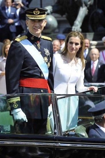 Foto El Rey Felipe VI y la reina Letizia montaron en un Rolls Royce descapotado para recorrer las calles de Madrid