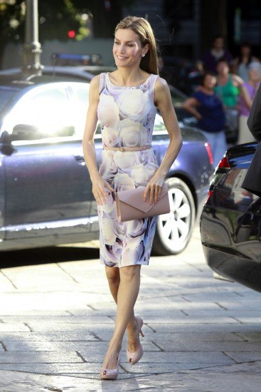 Foto Doña Letizia brilla con un vestido floral de Hugo Boss en su primer acto en solitario como Reina de España