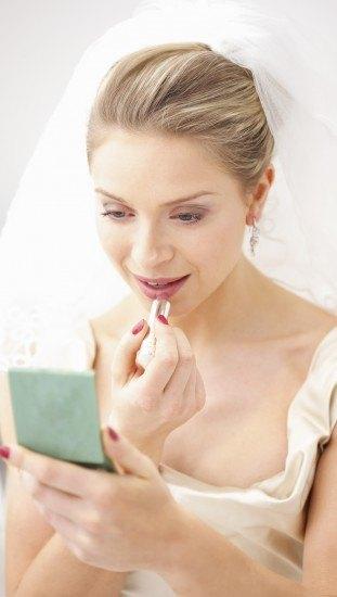 Foto El maquillaje de labios debe ser suave en las novias