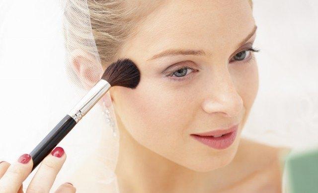 Foto El colorete: cómo aplicarlo en el maquillaje de novias