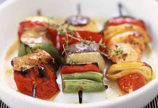 Foto Las verduras a la parrilla o en brocheta, ideales para una barbacoa ligera y saludable
