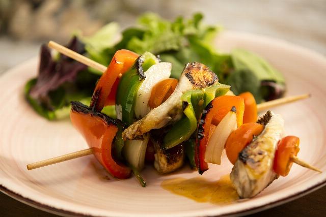 Foto Brochetas de pescado, una apuesta sanísima y deliciosa para disfrutar de una barbacoa veraniega