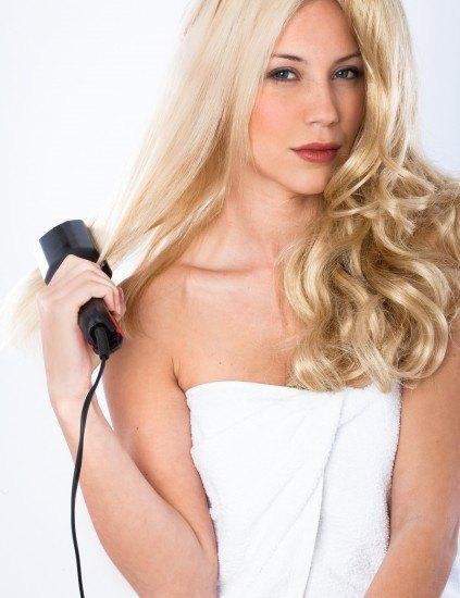 Foto El uso de la plancha, fundamental para conseguir un pelo extra liso