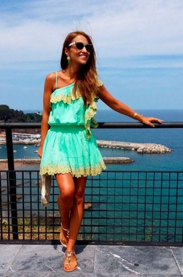 Foto Así combina Paula Echevarría un veraniego vestido en verde de Fetiche Suances