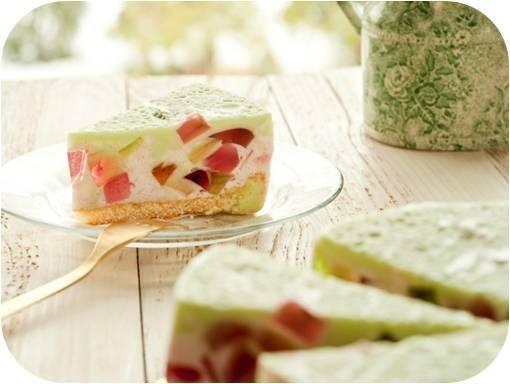Foto Tarta colorida de cuatro gelatinas