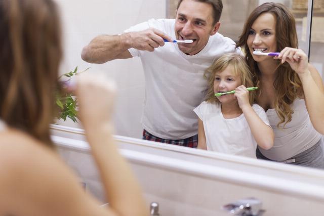 Foto Consejos para que los niños se cepillen bien los dientes