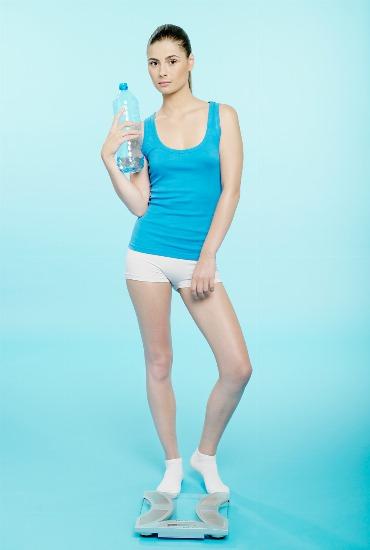 Foto Dos litros de agua diarios para aumentar la saciedad y desintoxicar el organismo