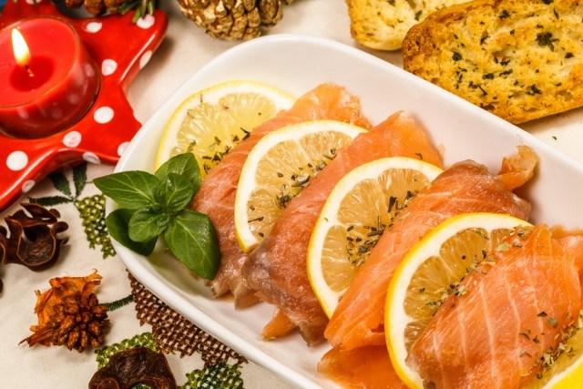 Foto Salmón marinado con salsa de limón al eneldo, una receta muy sabrosa y baja en calorías, ideal como entrante en Navidad
