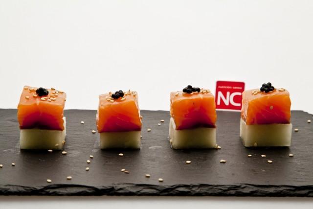Foto Bocaditos de salmón ahumado con melón, el entrante refinado y saludable para el menú del Día del Padre