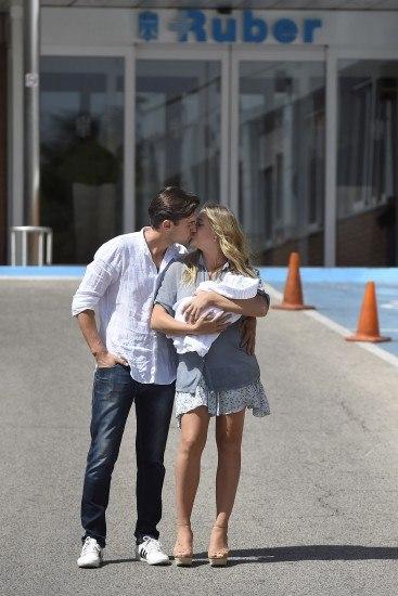 Foto Patricia Montero y Álex Adrover, unos felices papás enamorados presentan a Lis, su primera hija