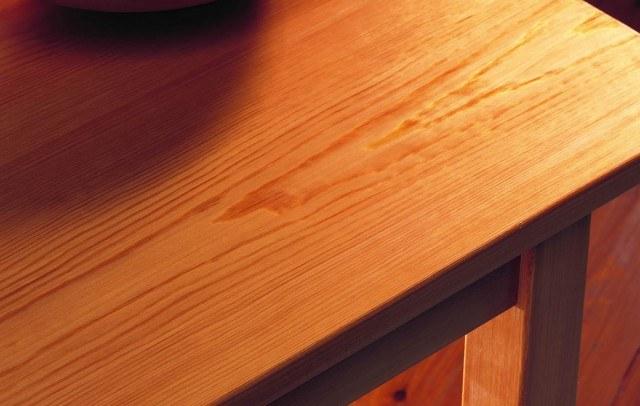 Foto La cerveza es la solución para recuperar el color de los muebles de madera