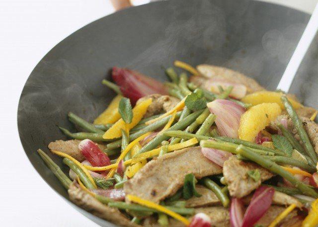 Foto Cocinar en Wok, ideal para preparar deliciosas recetas, bajas en calorías y en poco tiempo
