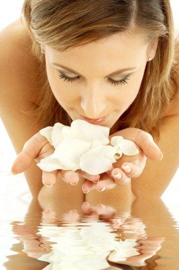 Foto El agua de rosas revitaliza y estimula los sentidos para vivir una Nochevieja cargada de pasión