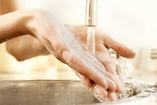 Foto Cómo cuidar las manos durante las tareas del hogar