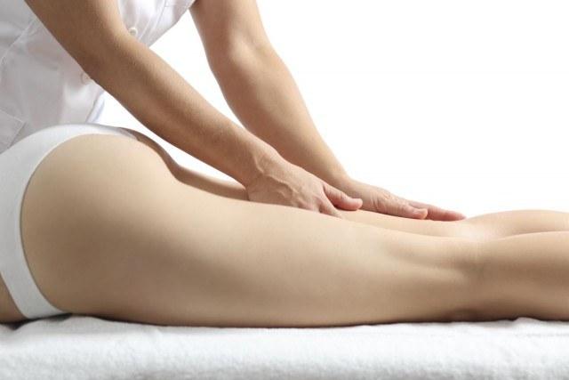 Foto Aplica el anticelulítico con un masaje energético para aumentar su eficacia