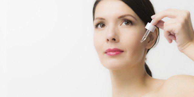 Foto Aplica el sérum facial dos veces al día con un buen masaje para potenciar sus efectos