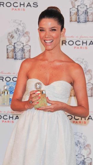 Foto Juana Acosta, embajadora de los perfumes Rochas
