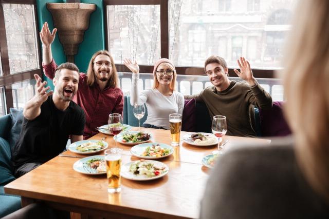 Foto Consejos para no engordar si comes en un restaurante de comida rápida o en un bar