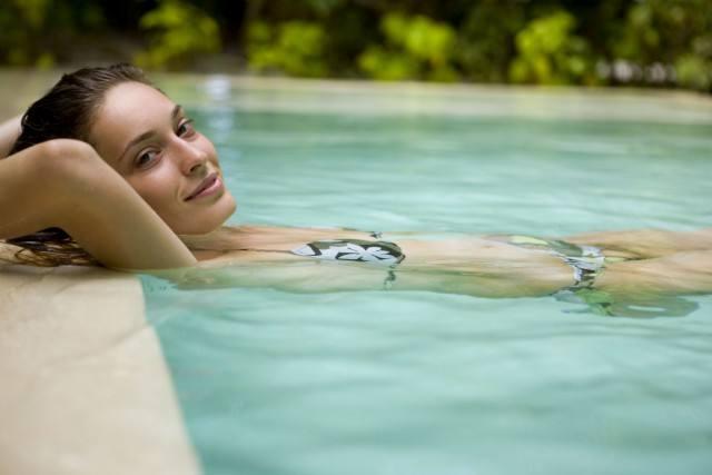 Foto Máxima hidratación por el día y una crema nutritiva por la noche combatirán la sequedad en la piel que produce el cloro