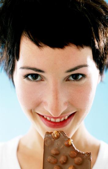 Foto Comer chocolate ayuda a mantener la piel joven y suave