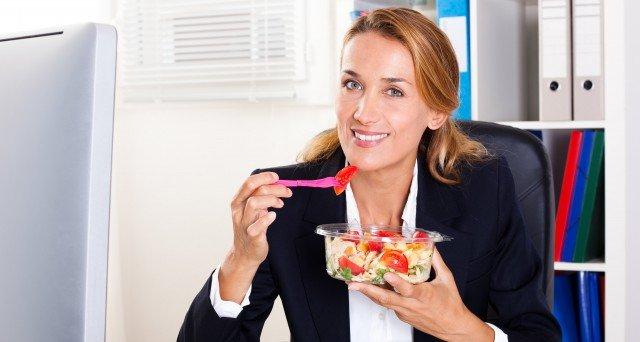 Foto La 6 claves alimenticias para cuidarte en la jornada continua laboral