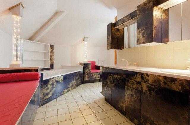 Foto Un baño oscuro y algo desfasado puede cambiar totalmente con una simple mano de pintura