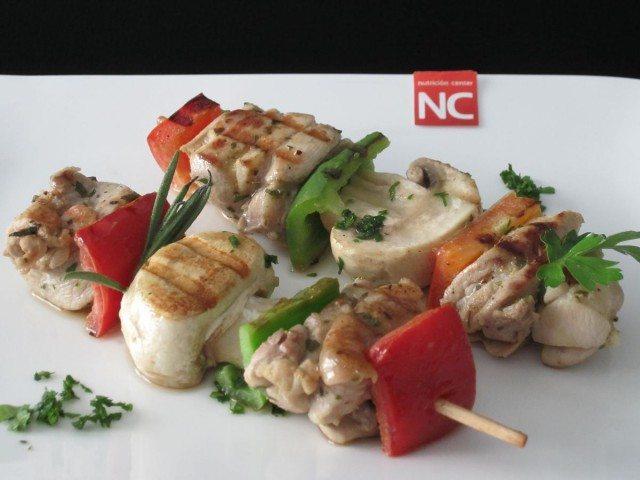 Foto Brochetas de pollo y champiñones, una receta ideal para llevar en el tupper al trabajo