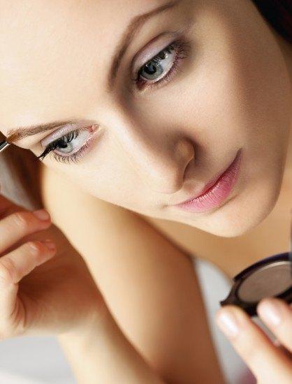 Foto Maquillaje de cejas con polvo