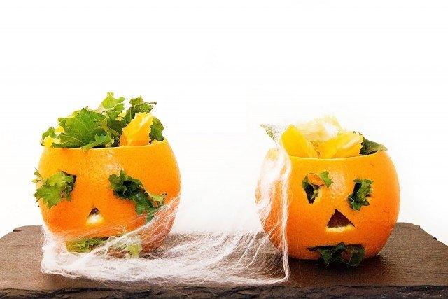 Foto Naranjas diabólicas: primer plato bajo en calorías para la cena de Halloween