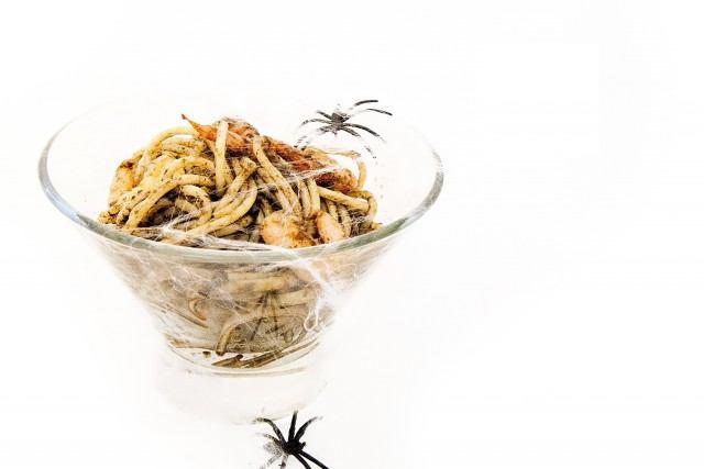 Foto Espaguetis terroríficos: segundo plato bajo en calorías para la cena de Halloween